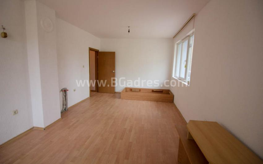 Apartment with a low maintenance fee by the sea in Sunny Beach