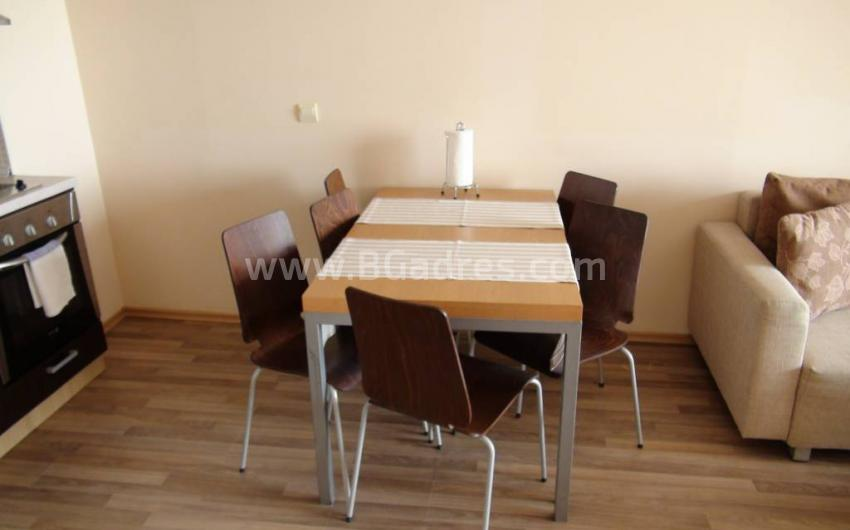 Three-bedroom apartment on the first line in Obzor