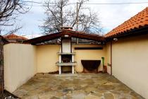 Къща с двор за постоянно пребиваване в близост до Бургас