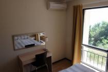 Трехкомнатная меблированная квартира в Бяле