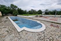 Дом с бассейном недалеко от побережья   №2052