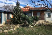 Едноетажна къща в село Кошарица, евтино