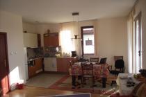 Къща с двор за постоянно пребиваване в Бургас