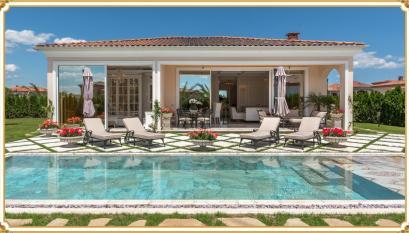 Luxury villa with pool and plot of land | No. 1912